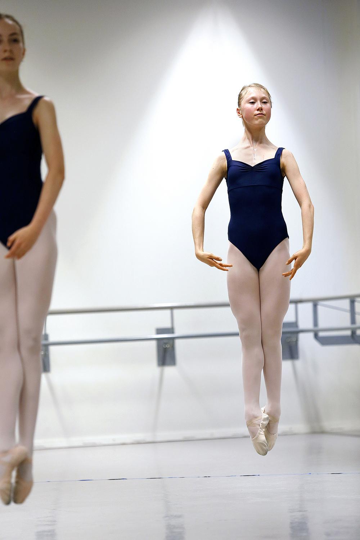 Sara Antikainen balettitunnilla, HS